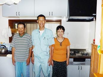 約8年程前にシステムキッチンを交換された、お付き合いの長いお客様の1人です。