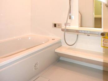 浴室は浴室暖房乾燥機を付け、冬でも安心して利用できるようになりました。