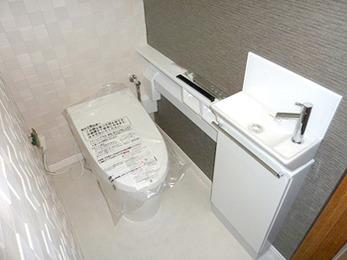 なんと3.8Lで流せる節水トイレです。今までのトイレの約1/3の水量です。