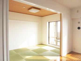 まだお子様が小さいので開放的なリビングと一体利用しても見栄えの良い和室にしました。