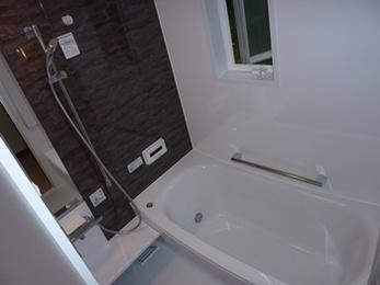 温かみのある快適な浴室へ