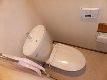 水漏れを解消スッキリとしたデザインの節水トイレに。