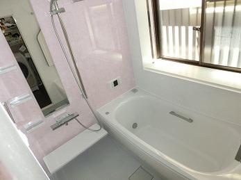 温かみのあるお掃除のしやすいお風呂へ